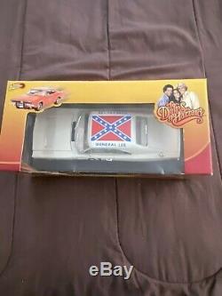 1/18 Dukes Of Hazzard White General Lee Johnny Lightning