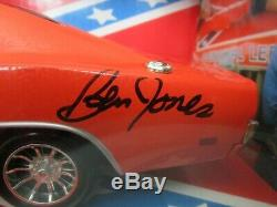AMERICAN MUSCLE 1.18 DUKES of HAZZARD /1969 DODGE CHARGER / signed /general lee