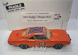 Danbury Mint 1/24 Scale 1969 Dodge ChargerDukes Of HazzardGeneral Lee