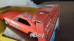 ERTL 116 Scale Dukes of Hazzard General Lee withjumping ramp 1982