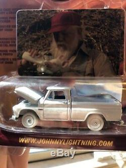 JOHNNY LIGHTNING DUKES OF HAZZARD R3 1965 Chevrolet Truck white lightning