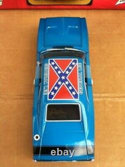 Johnny Lightning Dukes Of Hazzard 124 White Lightning Chase Blue General Lee