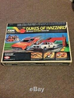 RARE! VINTAGE TCR 1981 IDEAL DUKES of HAZZARD TILT JUMP SLOTLESS RACE TRACK SET