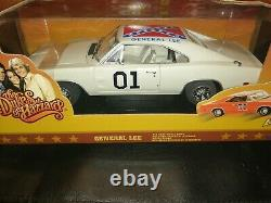 Rare 1/18 general Lee White Dodge charger 69 Dukes of Hazzard