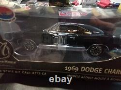 Rare 1/18 general Lee black Dodge charger 69 Dukes of Hazzard authentic