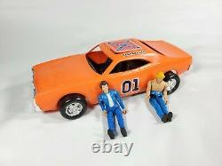 THE GENERAL LEE THE DUKES OF HAZZARD with2 FIGURES VINTAGE 1980 MEGO 10 CAR