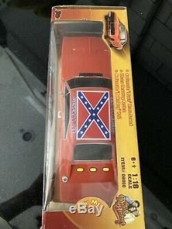 The Dukes Of Hazzard GENERAL LEE 1969 Dodge Charger 118 Silver Sceen New
