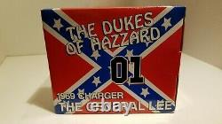 The Dukes of Hazzard THE GENERAL LEE American Muscle 118 scale Car with FLAG